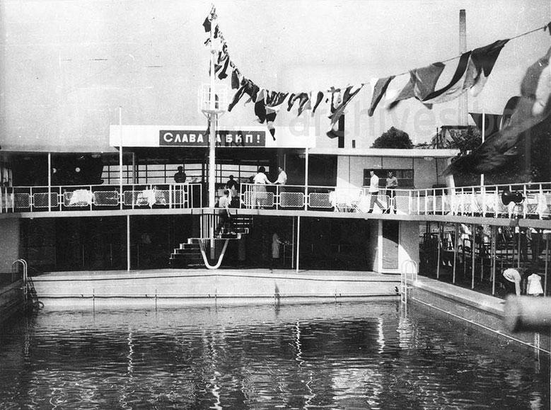 Плаващият басейн