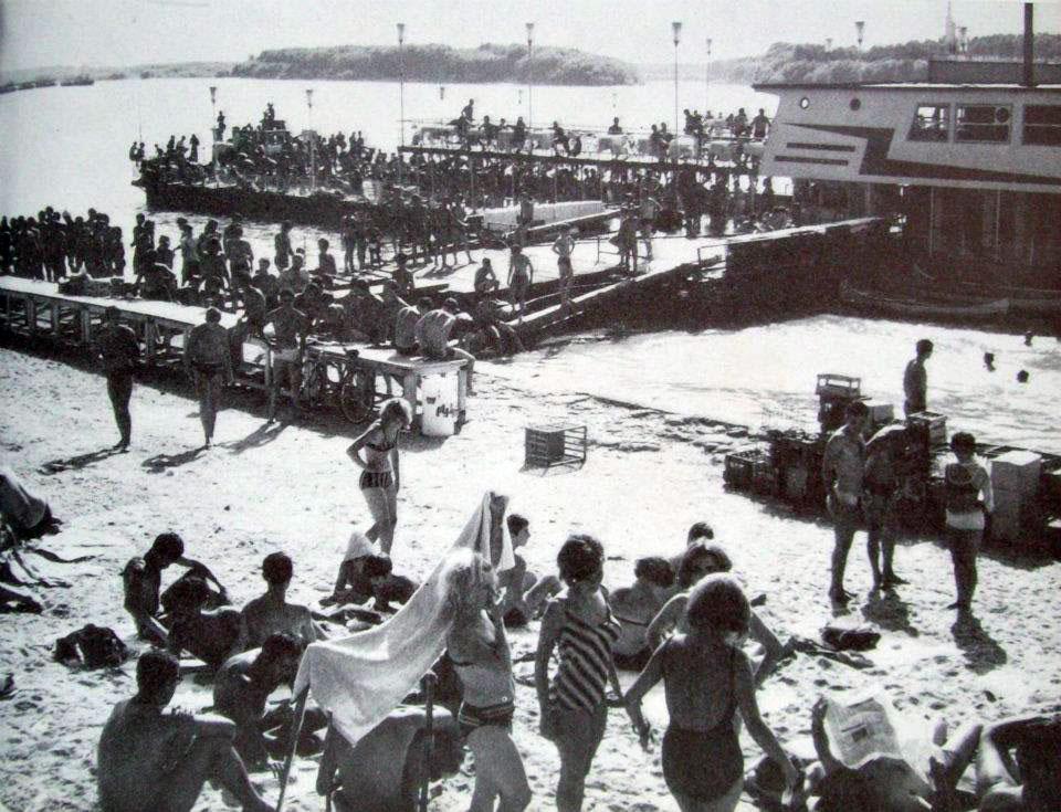 Плаващият басейн в Русе